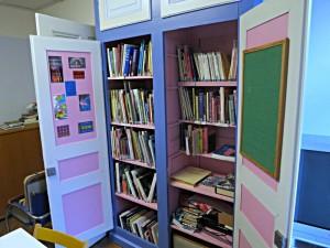 Der rosa Kasten mit den vielen Bildbänden