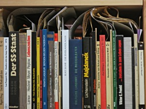Bücher voller Zettel und Zeitungsausschnitten: Exilliteratur in der Privatbibliothek von Martin Dreyfus