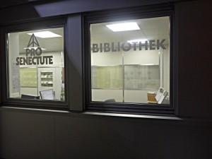 Von der Bederstrasse gut zu sehen: die Bibliothek der Pro Senectute