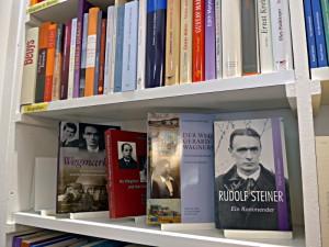 Rudolf Steiner füllt eine ganze Wand!