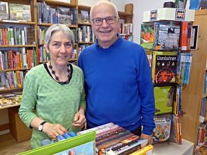 Frau Tscharner und Herr Kunfermann vom Buachlada Thusis