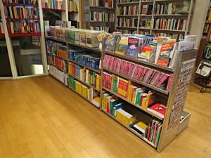 Schwerpunkt: Reisen in alle Welt. Karten, Dictionnaires, Kauderwelsch-Reihe