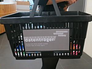 Datenträger: Ein einfacher Korb für die Bücher
