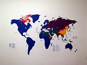 Weltkarte mit Sprachen und Schriften
