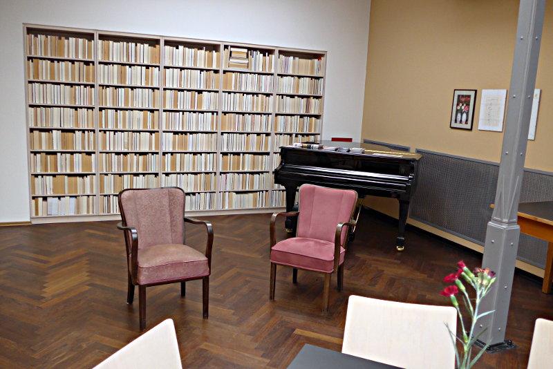 literaturhandlung im heine haus d sseldorf buchort. Black Bedroom Furniture Sets. Home Design Ideas