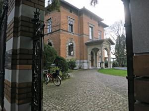 Tor und Zugang zur Villa Bleuler