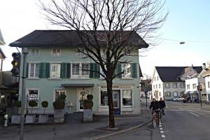 Buchhandlung Helen Keller mitten im Dorf