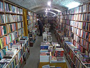"""Im Gewölbekeller: als """"Ramsj"""" verkaufte Bücher"""