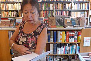 Maria Mariotti in ihrem kleinen Bücherreich