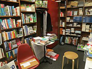 Buchandlung und Büro, Eingang neuer Bücher