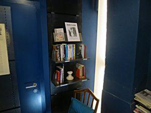 Im Bauch der blauen Bibliothek