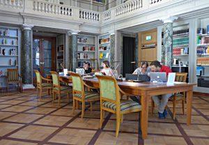 Haller-Saal, Studierende an der Arbeit