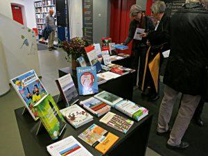 Büchertisch in der Stadtbibliothek: Holland und Flandern