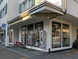 Sympastische Präsentation: Tau-Buchhandlung von aussen.