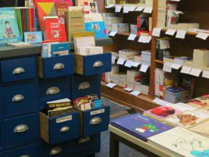 Verkaufstheke mit Schubladen, Klassensätze
