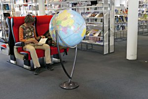 Sessel aus dem Reisezug laden zum Lesen ein