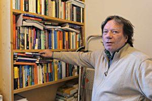 Pius Frey mit den Büchern aller Lesungen
