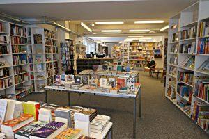 Blick in die Tiefe der Buchhandlung