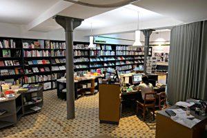 Theke, Lampen, Boden, 15m Büchergestell