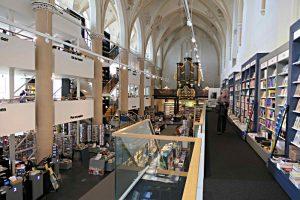 Blick zur Orgel von der 1. Etage der Wissensabteilung