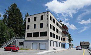Das Hotel Alpenhof beherbergt die Bibliothek Andreas Züst