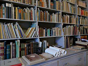 Gestelle in der Von-Planta-Bibliothek