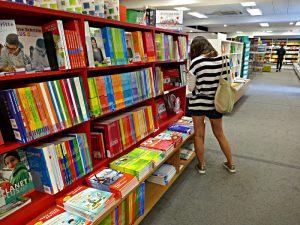 Sprachbücher so weit das Auge reicht.