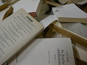 Ohne Buchdeckel, bereit fürs Altpapier