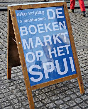 Ankündigung Büchermarkt auf dem Spui in Amsterdam