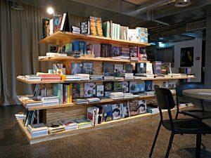 Eine Bücherinsel wie ein Bücherberg