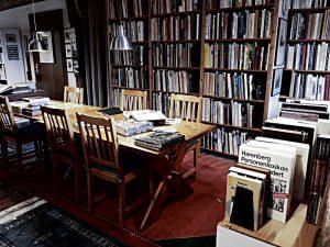 Arbeitstisch, Bibliothek im Wohnzimmer