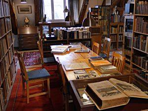Wohnzimmer mit vielen, vielen Büchern