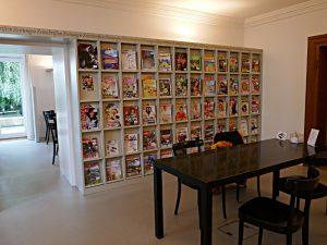 Zeitschriftensaal, dahinter Café littéraire