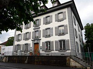 Hübscherhaus mit der Stadtbibliothek, Fassade Graben