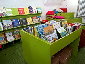 Bilderbücher im Untergeschoss