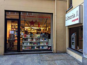 Eingang zur Buchhandlung Casagrande