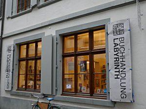 Die Schaufenster auf dem Nadelberg 17