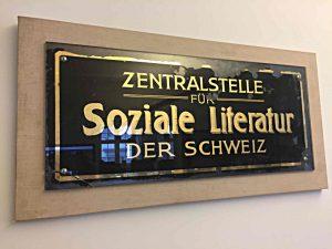 """altes Schild der """"Zentralstelle für Soziale Literatur"""""""