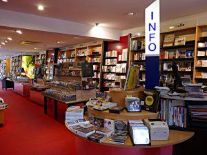 Sachbücher im ersten Stock, Info-Säule