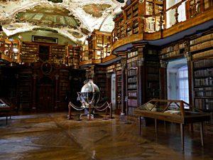 Himmels- und Erdglobus, Blick zur Wand mit dem Eingang zum (ehemaligen) Handschriftensaal