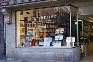 Schaufenster der Buchhandlung Bitzhenner - eXtrabuch