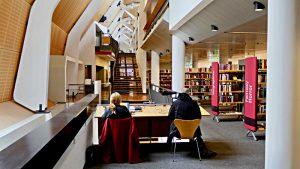 Etage der Belletristik, Arbeitsplätze, Konstruktion mit Streben und Stützen