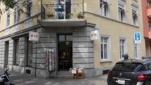 Eingang zur Buchhandlung Haus der Bibel