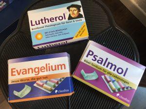 Lutherol, Psalmol und Avangelium - Christliche Botschaften auf Papierrollen wie Medikamente