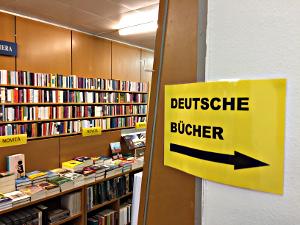 Hinweis auf deutsche Bücher in einer fremdsprachigen Umgebung