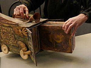 Künstlerbuch von Yakunin: Gefährt für zwei Bücher