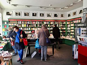Eingangsbereich mit Literaturfluegel