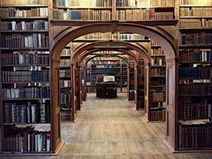 Klassizistische Kulissenbibliothek mit den Beständen der Oberlausitzischen Bibliothek der Wissenschaften
