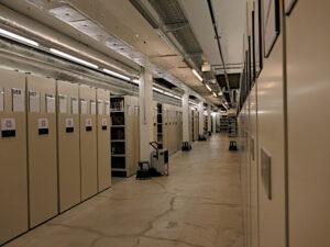 Elektrisch betriebene Rollgestelle im Untergeschoss